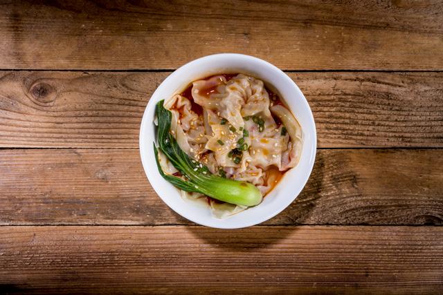 红油抄手 | Raviolis de porc au poivre et huile de piment Sichuan et graines de sésame