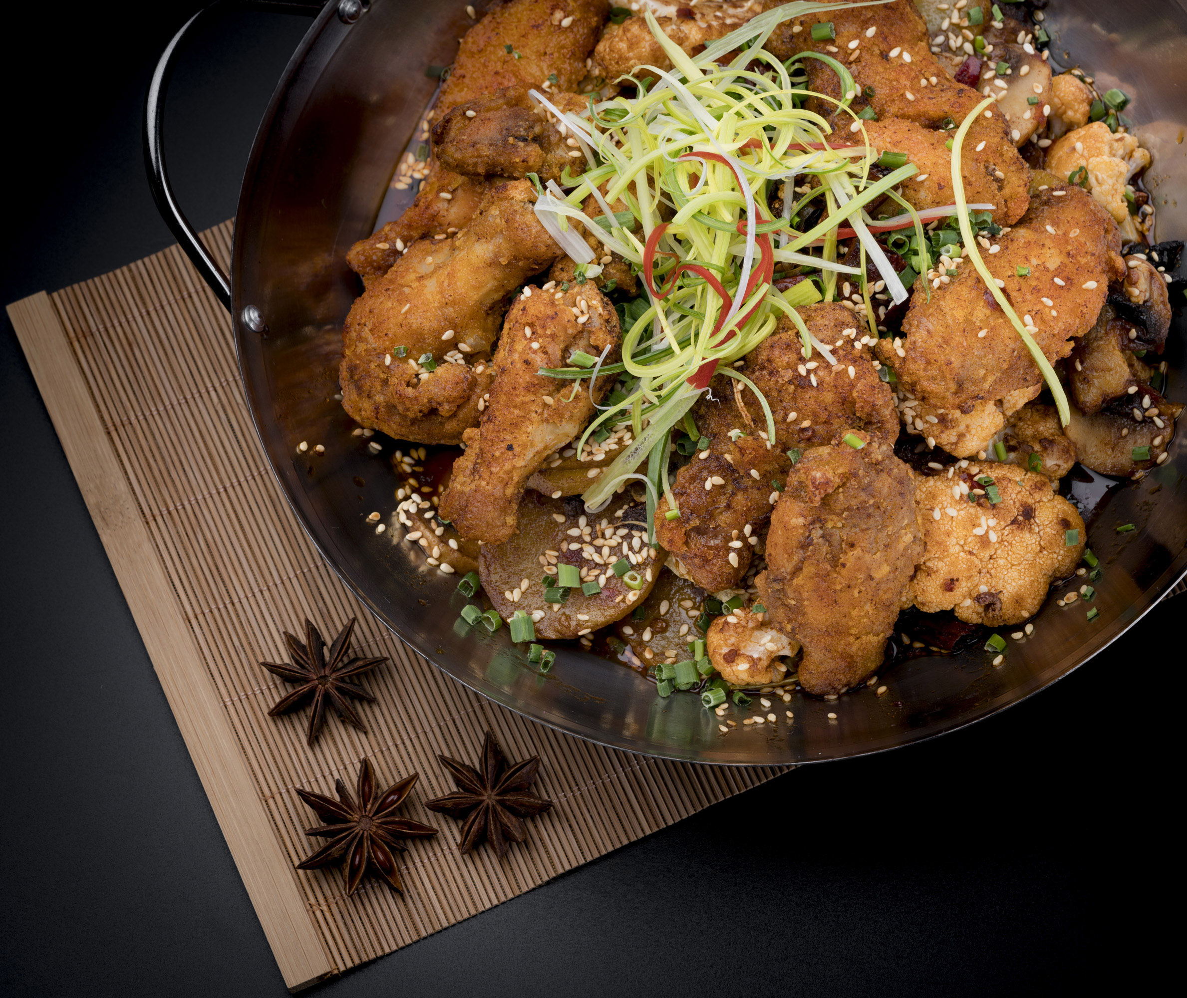 香锅鸡翅   Ailerons de poulet aux cinq épices dans une marmite