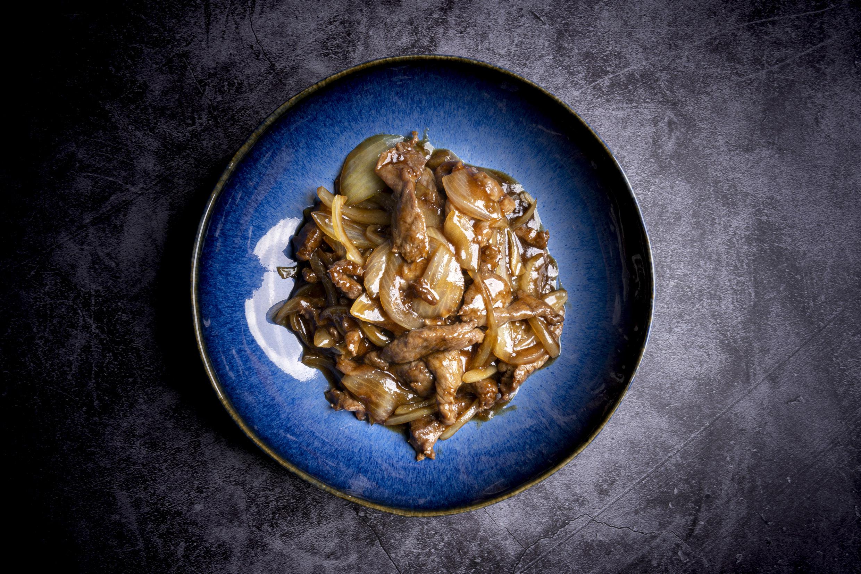 洋蔥牛肉   Boeuf sauté aux oignons